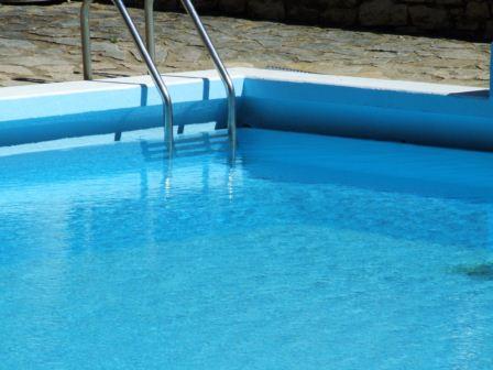 Public Pool à Eyzahut - 3