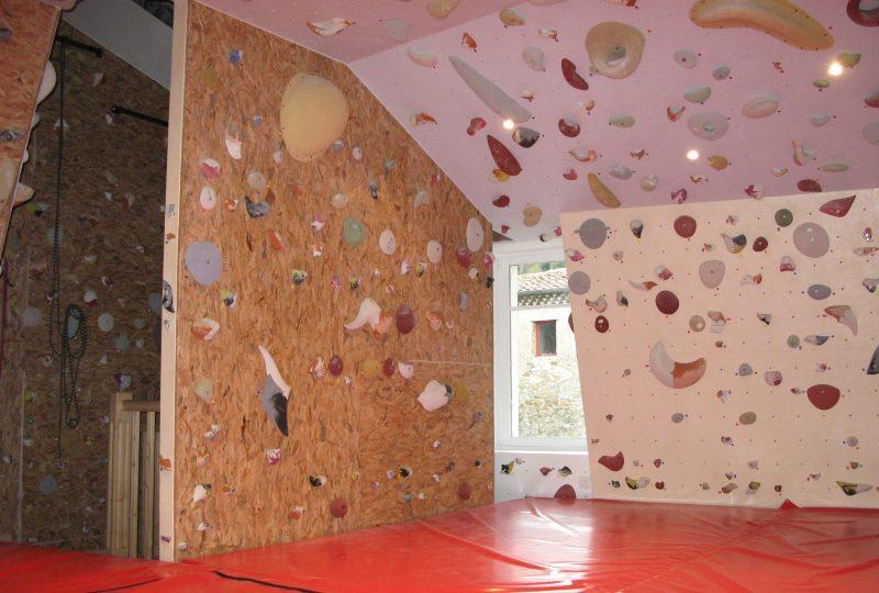 Structure artificielle d'escalade – Club alpin français à Saoû - 1