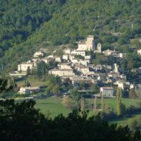 Se balader dans le village du Poët-Laval