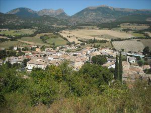 Bourdeaux - toits du village- montagne
