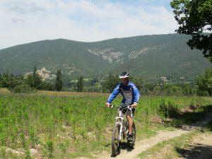 Vélo VTT jeune adulte - sentiers - circuit - Drôme