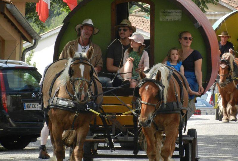«Petite bohème» : 4 jours en roulotte tirée par des chevaux à Le Poët-Célard - 2