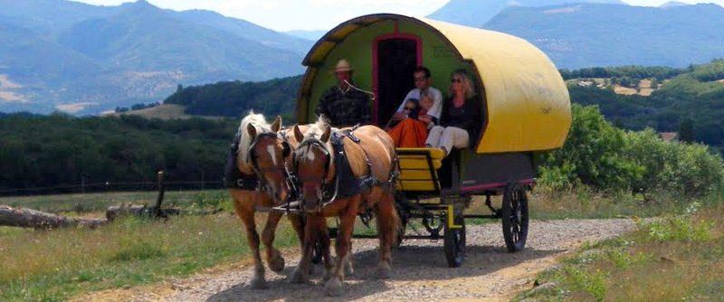«Petite bohème» : 4 jours en roulotte tirée par des chevaux à Le Poët-Célard - 1