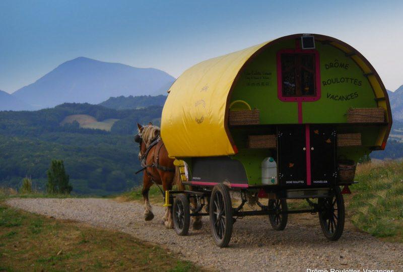 Une semaine de bohème en roulotte tirée par des chevaux à Le Poët-Célard - 0