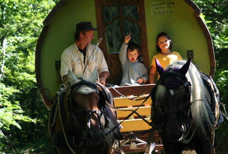 Vacances en roulotte itinérante avec chevaux et meneur à Le Poët-Célard - 11