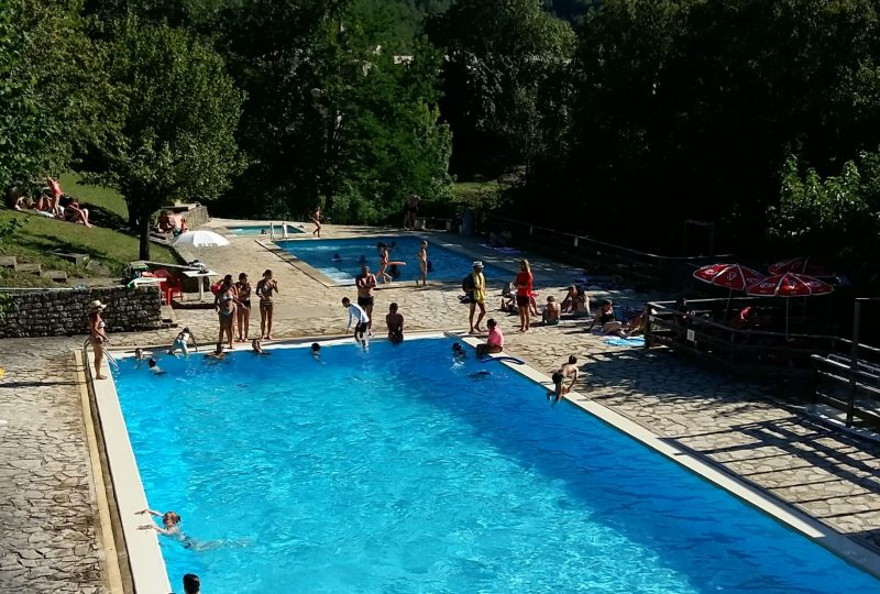 Piscine municipale : un espace bien-être à Eyzahut - 1